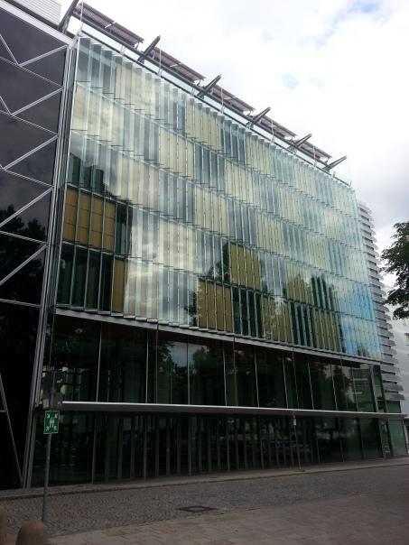 Budynek Oskar von Miller Forum. Fot. Błażej Jendrzejewski
